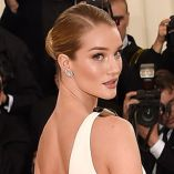 Step-by-step: Rosie Huntington-Whiteley's look at the MET Gala con Moroccanoil