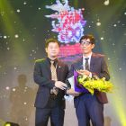 Recognition award to Mr. Dao Xuan Quang - HairWorld's Editor-in-chief