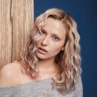 Hair: Equipe Artistique VOG Coiffure (Geoffrey Tentiller – Alexandra Dieu – Florent Debruxelles) / Photo: Weronika Kosinska / Make up: Izabela Szelagowska / Styling: Joanna Wolff / Production: MK Production / Products: Schwarzkopf